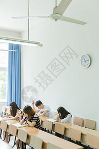 校园教室同学们在考试图片