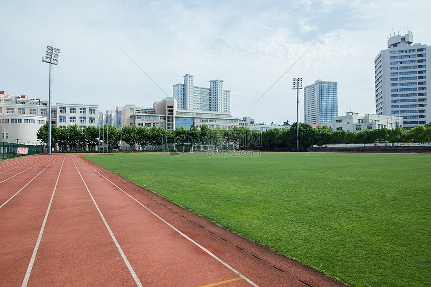 大学校园操场设施塑胶跑道