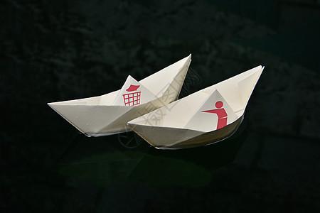 纸船上的环保标志图片