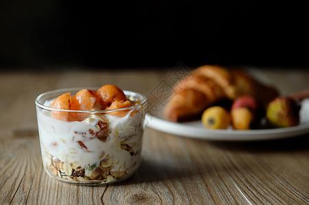 水果麦片酸奶图片