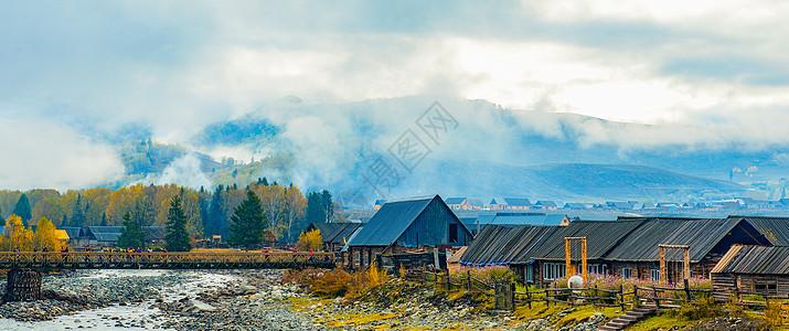云雾下的村庄图片