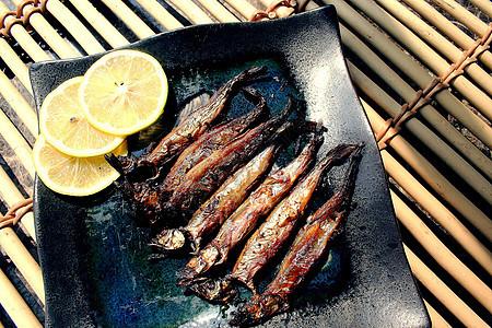烤多春鱼图片