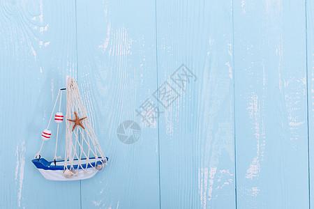 夏日蓝色木板帆船素材图片