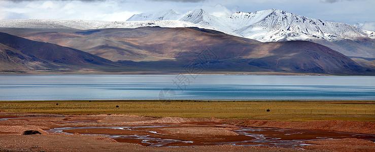 远处雪山图片