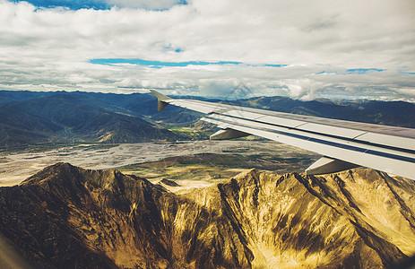 民航客机飞跃雅鲁藏布江大峡谷图片