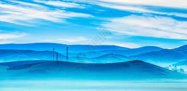 雾气中的山峦图片