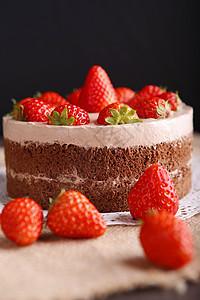 可可草莓裸蛋糕图片