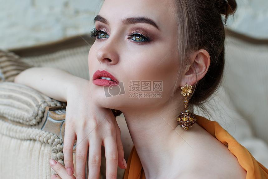 女性美妆图片