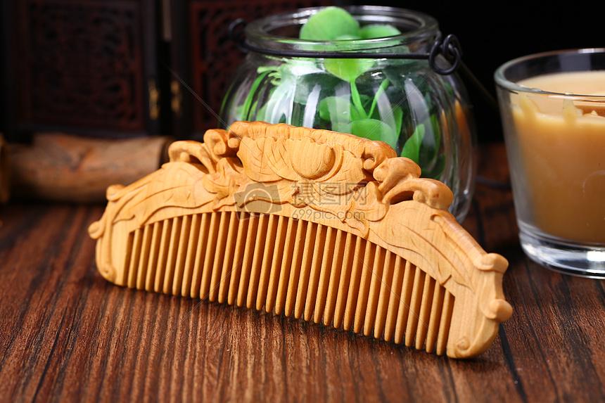 檀木梳子图片