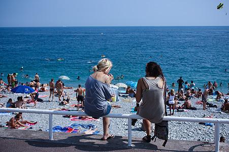 地中海夏天的阳光海滨以及美女背影图片