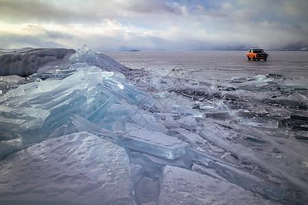 蓝色冰堆图片