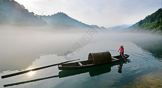 小东江晨曦渔民图片