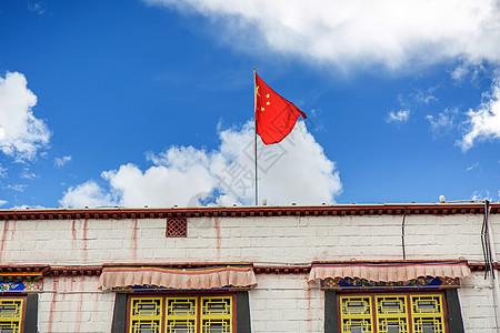西藏蓝天下的五星红旗图片免费下载图片