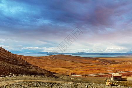 西藏纳木错湖夕阳下的美景图片