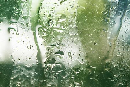 晴天小雨、雨滴、玻璃、天空背景图片