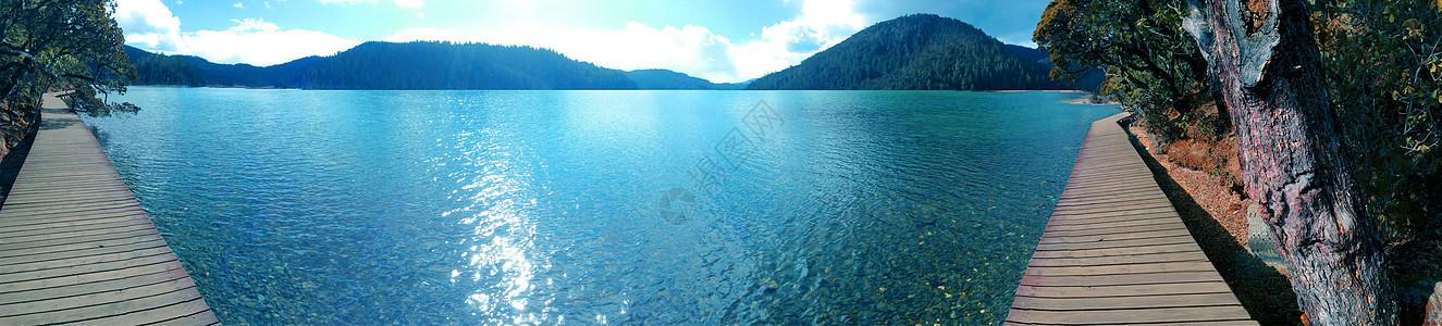 香格里拉普达措公园碧塔海湖泊美景图片