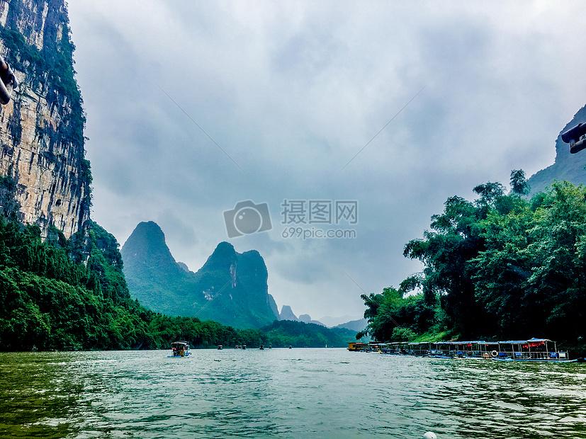 自然风景 桂林山水甲天下-漓江的山水与天空jpg  分享: qq好友 微信