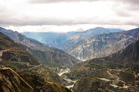 四川汶川地区险峻的山脉图片
