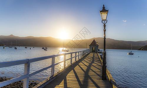 法国小镇海湾栈桥图片