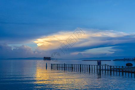 青海湖日落图片