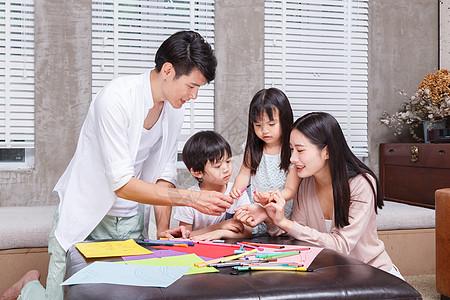 家庭亲子绘画大赛图片
