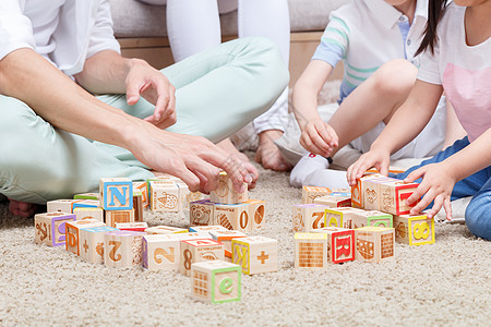 家庭亲子积木游戏图片