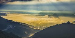 云雾缭绕图片