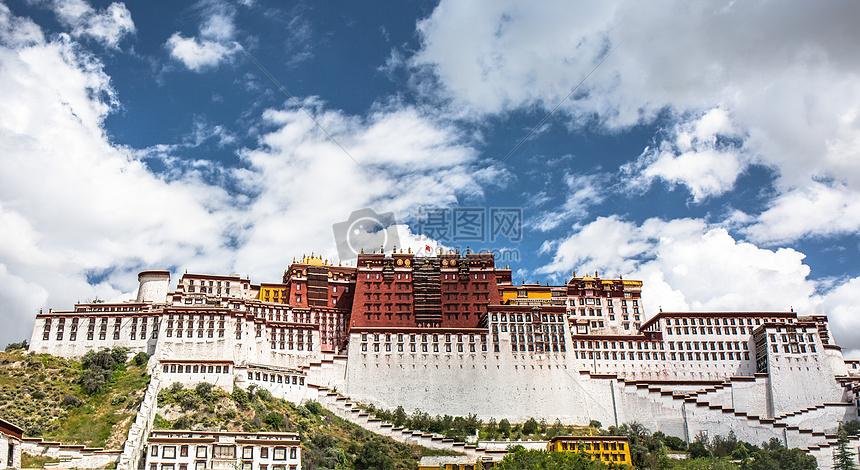 西藏拉萨布达拉宫正面照图片