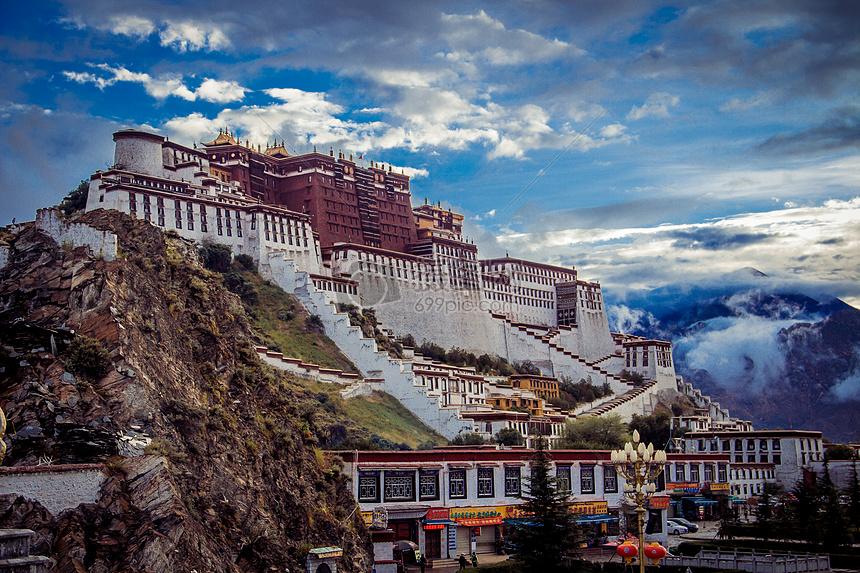 西藏布达拉宫的早晨图片