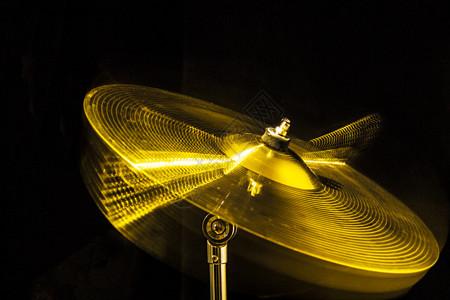 暗室里震动的爵士鼓吊镲图片