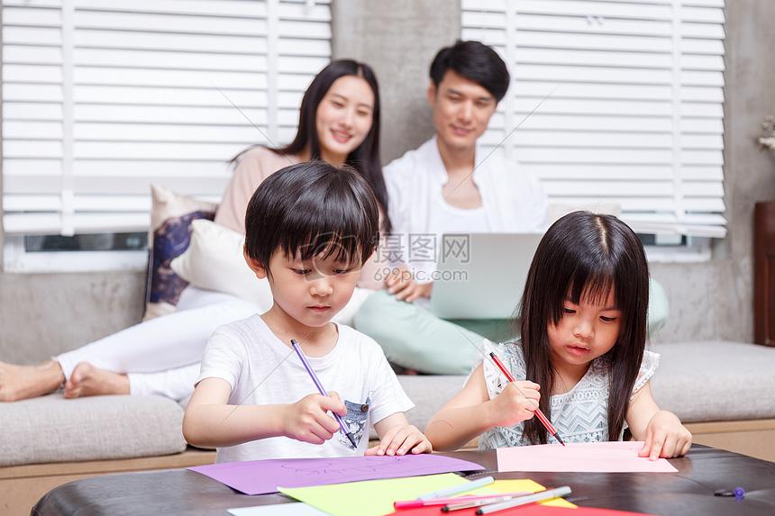 家庭亲子绘画大赛图片素材_免费下载_jpg图片格式_vrf