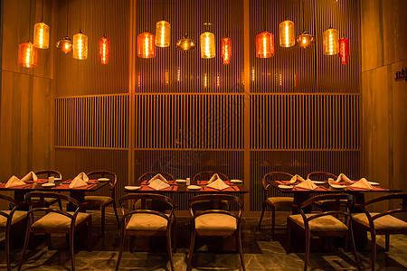 现代中式高级餐厅室内设计图片