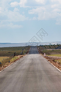 一条笔直的公路图片