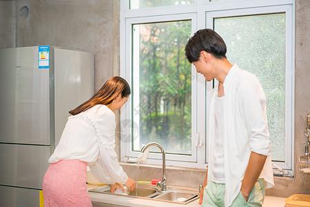 家居男女情侣生活图片