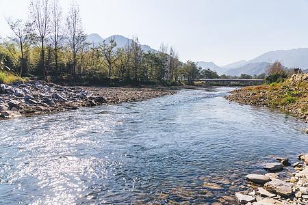 山间流水河流图片