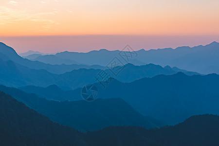 山脉日出日落图片