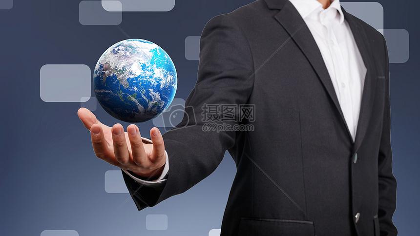 手上的地球图片