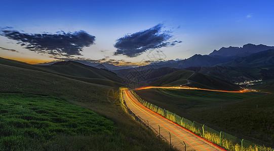 草原公路夜景图片