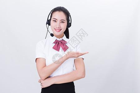 商业亲和美女客服展示手势留白图片