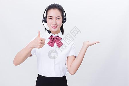 商业亲和美女客服举大拇指展示图片