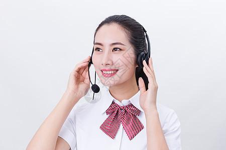 商业亲和客服手按耳机接听特写图片