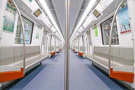 对称无人地铁车厢内部图片