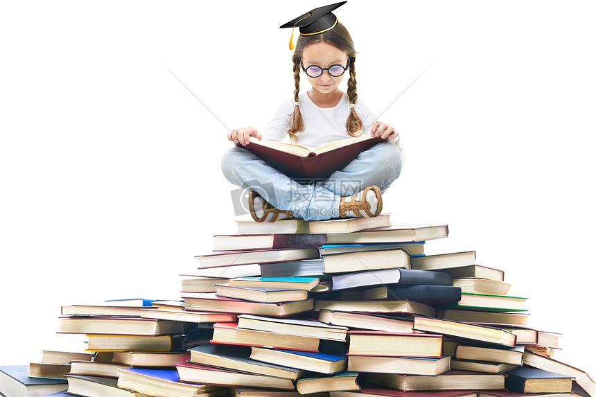 充满知识的孩子图片