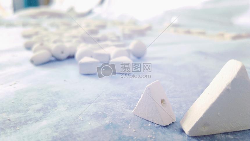 白色陶瓷泥胚图片