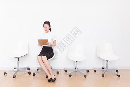 美女低头图片_美女低头素材_美女低头高清图片_摄图网