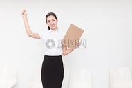 职业美丽女性面试成功欢呼图片