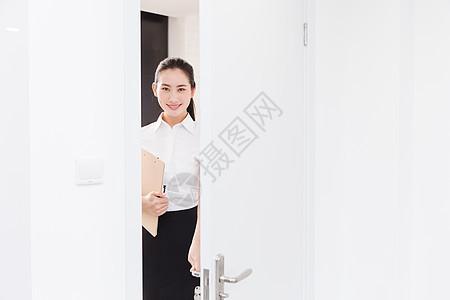 职业美丽女性求职面试开门图片