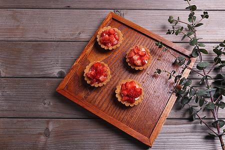 新鲜草莓蛋挞图片