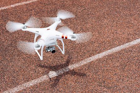 飞行中的无人机图片