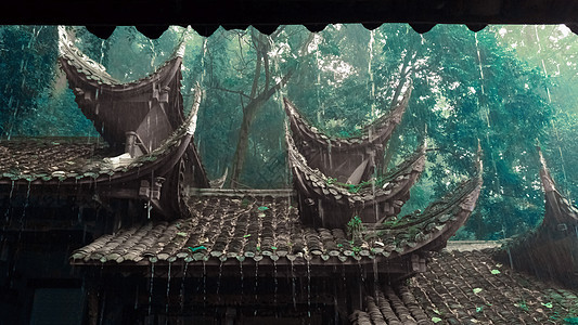 大雨滂沱中的屋檐图片